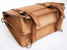 A computer in the  Classic Satchel is held as far as possible from every edge and thus protected from bumps from every direction.