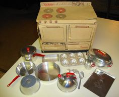 Mirro Range with Aluminum Cooking toys 1950s