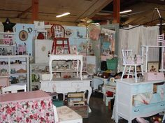 Antique Booth Decorating Ideas | ... . Their booth from a past Farm Chicks Antique Show is pictured here