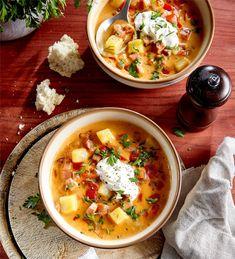 Aga, Cheeseburger Chowder, Thai Red Curry, Ramen, Ethnic Recipes, Food, Essen, Meals, Yemek