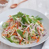 Try this quick and easy vietnamese chicken salad recipe from Michelle Bridges 12 week Body Transformation. Healthy Freezer Meals, Healthy Family Meals, Quick Meals, Healthy Lunches, Healthy Salads, Healthy Dinners, Clean Eating Meal Plan, Clean Eating Recipes, Healthy Eating