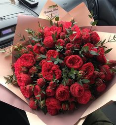 Find images and videos about love, flowers and red on We Heart It - the app to get lost in what you love. Flowers Nature, Pretty Flowers, Luxury Flowers, Flower Aesthetic, Beautiful Roses, Red Roses, Planting Flowers, Floral Arrangements, Bouquets