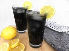 Esta receita de limonada gótica é refrescante e sombria na medida