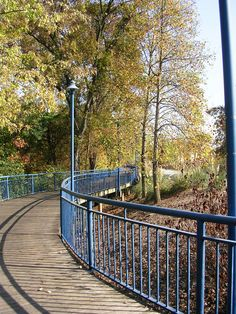 The Chattanooga Riverwalk in the fall Chattanooga Tennessee, Best Places To Live, Great Places, Chattanooga Choo Choo, Tennessee River, Photo Background Images, Top Travel Destinations, Footprints