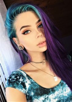 35 Edgy Hair Color Ideas to Try Right Now Looking to give your hair an edge? Then check out these 35 edgy hair color ideas to try and get inspired! Hair Dye Colors, Cool Hair Color, Edgy Hair Colors, Lip Colors, Bold Makeup Looks, Grunge Hair, Rainbow Hair, Purple Hair, Ombre Hair