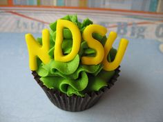 Ahhh! GO NDSU! Totally want to make this for my sister's graduation!