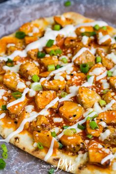 Easy Buffalo Chicken Flatbread is a fun, easy pizza recipe made specifically with college dorm or small apartment residents in mind. #buffalochicken #flatbread #pizza #studentrecipes #dormroomrecipes #easyrecipes #budgetfriendly #chicken Best Chicken Recipes, Pizza Recipes, Dinner Recipes, Cooking Recipes, Dinner Ideas, Fun Easy Recipes, Easy Meals, Healthy Recipes, Weeknight Meals