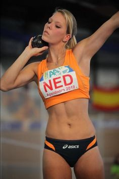 shot put is my absolute favourite field event. Dutch track and field athlete Nadine Broersen Athletic Girls, Athletic Body, Foto Sport, Sixpack Workout, Girls Lifting, Shot Put, Beautiful Athletes, Fit Girl, Abs Women
