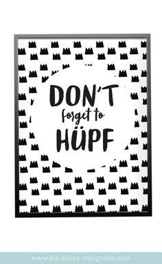 Poster mit Spruch: Don't forget to hüpf! Ein ganz tolles Motto für'sKinderzimmer. Einfach herunterladen und in der benötigten Größeselber ausdrucken und rahmen. Schon fertig ist die Kinderzimmerdeko.