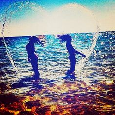 I want to go to the beach with my best friend and take cute photos like this :)