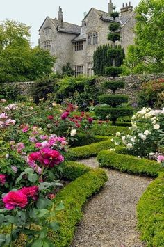 Give us a few minutes, and be inspired by these most beautiful gardens, including topiary gardens, landscape garden pictures, backyard… Garden Care, Formal Gardens, Outdoor Gardens, Weekend Cottages, English Country Gardens, English House, English Manor, Garden Pictures, My Secret Garden