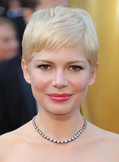Michelle Williams Pixie - Michelle Williams attended the 84th Annual Academy Awards wearing her flaxen tresses in a sweet subtly-styled pixie cut.