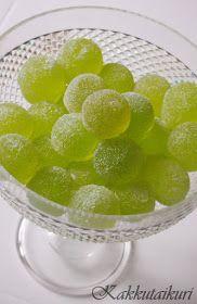 Kakkutaikuri: Kotitekoiset vihreät kuulat Fruit Recipes, Candy Recipes, Sweet Recipes, Recipies, Homemade Sweets, Homemade Candies, Sweet Little Things, Recipes From Heaven, Mellow Yellow