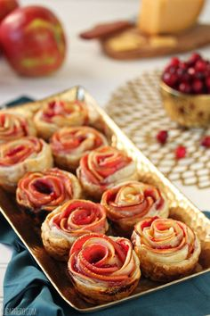 Apple Cranberry Gouda Puff Pastry Roses are an easy, elegant appetizer that can also double as dessert. Elegant Appetizers, Wedding Appetizers, Finger Food Appetizers, Köstliche Desserts, Delicious Desserts, Dessert Recipes, Tapas, Healthy Recipes, Apple Recipes