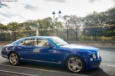 Bentley Mulsanne. Two tones of blue.