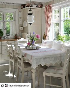3 Fascinating Tips AND Tricks: Shabby Chic Garden Furniture shabby chic farmhouse wood signs.Shabby Chic Home Mirror. Shabby Chic Dining Room, Shabby Chic Homes, Shabby Chic Furniture, Shabby Chic Decor, Sunroom Furniture, Shabby Chic Interiors, Cottage Interiors, Shabby Chic Cottage, Cozy Cottage