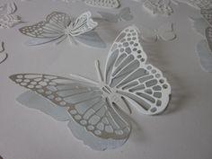 3D DIY Butterfly wall art --- 3D papieren vlinders in ivoor met zacht blauw/groen vintage stijl design papier --- Leuk op de babykamer of als origineel cadeau