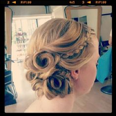 only if these chicks new penticostals! the whole world would have beautiful hair!Prom updo