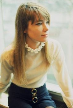 Françoise Hardy was a fashion icon in the and yet her style couldn't feel more modern. See and shop her best looks here. Style Année 60, Her Style, Style Icons, 1960s Style, Preppy Style, Françoise Hardy, Jane Birkin, Twiggy, 1960s Fashion