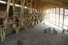 The Pinch community library in China turns a roof into a playground biblioteca espacio madera Floating Bookshelves, Wood Bookshelves, Timber Roof, Roof Trusses, Wooden Architecture, Interior Architecture, Interior Design, Roof Truss Design, World Architecture Festival