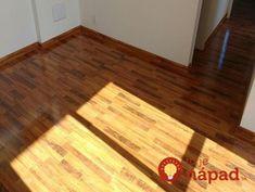 Na plávajúce podlahy to funguje ako kúzlo: Zbohom šmuhy a drhnutie, po tomto sa laminát leskne ako z katalógu! Hardwood Floors, Flooring, Bamboo Cutting Board, Police, Texture, Crafts, Wood Floor Tiles, Surface Finish, Wood Flooring