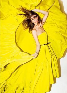 Hanneli Mustaparta in a stunning yellow dress by Jason Wu. Jaune Orange, Yellow Fever, Yellow Fashion, Mellow Yellow, Bright Yellow, Color Yellow, Yellow Style, Lemon Yellow, Shades Of Yellow
