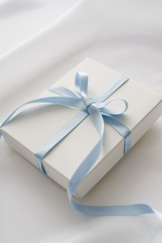 Blue and White Decor and Style - Color Combination Blue and White Light Blue Aesthetic, Blue Aesthetic Pastel, Aesthetic Colors, Ice Aesthetic, Blue Feeds, Everything Is Blue, Good Color Combinations, Blue Wallpapers, White Gift Boxes