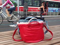 Sacs #Sandrine en cuir lisse. Quelle couleur vous préférez ? Toutes ?!  #SandrineDalZotto #Sandrine #LoveAffair #Streetwise #Sac #Bag #SacACasque #HelmetBag #SacAMain #HandBag #Casque #Helmet #Scooter #Vespa #Moto