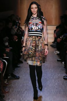 Givenchy Fall 2016 Ready-to-Wear Collection Photos - Vogue Runway Fashion, High Fashion, Fashion Show, Fashion Design, Paris Fashion, Fashion 2016, Fashion News, Fashion Brands, Camille Hurel