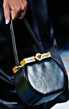 3f545c026a0b Versace Spring Summer 2019 RTW-Details bag