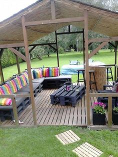 Cool DIY Summery Backyard Projects Ideas Make Your Summer Awesome Cool Deck, Diy Deck, Pergola Designs, Deck Design, Laying Decking, House Deck, Deck Plans, Building A Deck, Backyard Projects