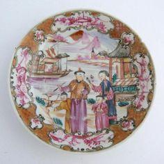 18ème siècle chinois mandarin motif soucoupe en porcelaine. OSELLAME'S COLLECTION. QIANLONG.