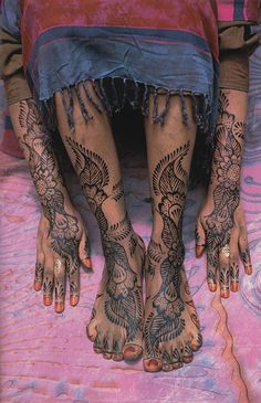 kicker-of-elves:  Swahili woman in Lamu, Kenya National Geographic November 1999 Carol Beckwith and Angela Fisher henna