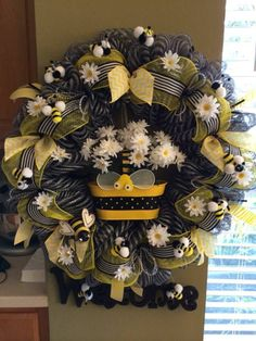 NEW!  XL Spring Wreath Door Decor Bumble Bees!