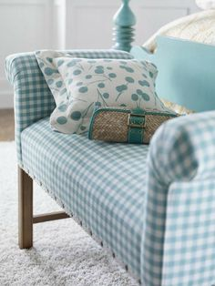 adorable bench in gingham upholstery Cottage Living, Cottage Style, Deco Marine, Shabby Chic, White Cottage, Blue Rooms, Blue Gingham, Gingham Fabric, My New Room