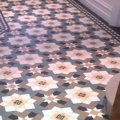 Home Decorating Hints Victorian Floor Tile Design Catalogue Victorian Hallway, Victorian Tiles, Modern Victorian, Hall Tiles, Tiled Hallway, White Hallway, Floor Patterns, Tile Patterns, Floor Design