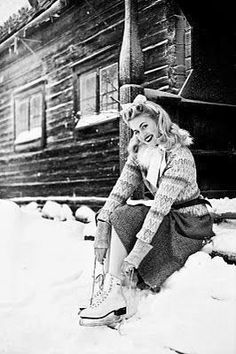 A stunningly pretty winter skating look.* A stunningly pretty winter skating look. Vintage Pictures, Old Pictures, Old Photos, Vintage Glamour, Vintage Beauty, Fashion Mode, Retro Fashion, Fashion Black, Fashion Shoot