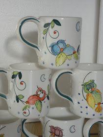 La parte anteriore di ogni tazza raffigura gufi di giorno mentre la parte posteriore, di notte.   Per ogni tazza un diverso gufo e nome....