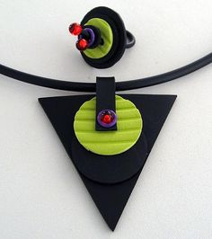 Gummihalsband med matchande ring. Rubber necklace and rubber ring