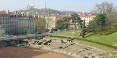 Lyon - Croix-Rousse - Située sur une des collines, au nord de la presqu'île, entre Rhône et Saône, la colline du pagus de CONDATE, appelée de nos jours Croix-Rousse, possède ses propres monuments parmi lesquels le sanctuaire des TROIS-GAULES, disparu aujourd'hui et l'amphithéâtre, partiellement conservé. C'est dans ce lieu que sont suppliciés, en l'an 177, sainte Blandine et saint Pothin.