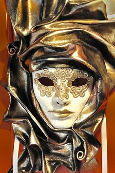 Venetian Carnival Mask - Maschera di Carnevale - Venice Italy   Photo by gnuckx on Flickr   Permission: CC BY 2.0 http://creativecommons.org/licenses/by/2.0/deed.de