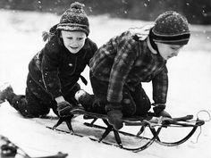 Classic cold play We went sledding on this wooden and metal sled that you could try to steer with a wooden handle bar 🙂 My Childhood Memories, Best Memories, Winter Fun, Winter Time, Carl Grimes, Winter Scenes, Sled, The Good Old Days, Back In The Day