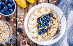 Is oatmeal healthy? Here's what we know about oatmeal nutrition and benefits. Healthy Dinner Recipes, Diet Recipes, Healthy Snacks, Healthy Eating, Healthy Carbs, Vegan Recipes, Healthy Options, Clean Eating, Low Gi Breakfasts