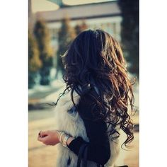 long curly hair Hair and Beauty Tutorials ❤ liked on Polyvore