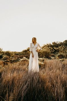6 Beautiful Desert Fashion Pictures Woman In White Dress At Field During Daytime Long Sleeve Wedding, Wedding Dress Sleeves, Fall Wedding Dresses, Romantic Wedding Decor, Boho Wedding, Gift Wedding, Green Wedding, Wedding Bride, Wedding Blog