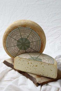 Ermessenda d' Eroles (Aquest formatge és elaborat per la Formatgeria Mas d'Eroles. Ubicada al poble d'Adrall a la comarca de l'Alt Urgell,)  Catalonia