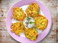 Vegetable pancakes the simple recipe Crunchy vegetable pancakes from the pan . Vegetable Pancakes, Good Food, Yummy Food, Yummy Yummy, Recipe For Mom, Basic Recipe, Health Snacks, Eating Habits, Healthy Drinks