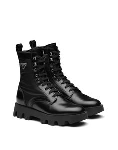 Inspired by combat boots, these leather boots feature modern nylon details. The sole resembles the pattern on motocross tires. Leather Booties, Calf Leather, Leather Men, Nylons, Motocross, All Black Sneakers, High Top Sneakers, Peau Lainee, Rangers