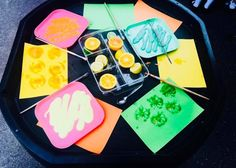 Tuff spot printing with fruit. Eyfs Activities, Creative Activities, Book Activities, Toddler Activities, Activity Ideas, Handas Surprise, Early Years Teaching, Tuff Spot, Tuff Tray