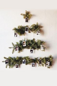 60 Minimalist Christmas Decoration On A Budget. Some of the most creative and unique christmas tree decorating ideas are actually the ones that are the cheapest. Don't think for a minute that decora. Bohemian Christmas, Unique Christmas Trees, Simple Christmas, Winter Christmas, Christmas Home, Minimalist Christmas Tree, Xmas Tree, Christmas Christmas, Alternative Christmas Tree